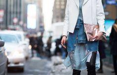 Si quieres que tu outfit se vea un poco más cool, o simplemente quieres que tu look tenga más capas, sólo necesitas una camisa básica. Inspírate en las celebs para lograrlo.