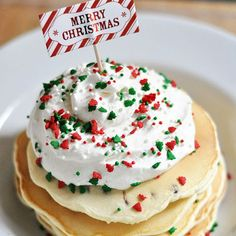 Pancake Enjoy these Merry Christmas Chocolate Chip Pancakes with Homemade Whipped Topping. Perfect for that Christmas morning!Enjoy these Merry Christmas Chocolate Chip Pancakes with Homemade Whipped Topping. Perfect for that Christmas morning! Christmas Morning Breakfast, Christmas Brunch, Christmas Desserts, Holiday Treats, Christmas Treats, Christmas Fun, Holiday Recipes, Christmas Recipes, Christmas Turkey