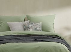 Designer Bettwaren & Badtextilien | MADE.com House Rooms, Designer, Comforters, Modern, Throw Pillows, Blanket, Bed, Homes, Furniture