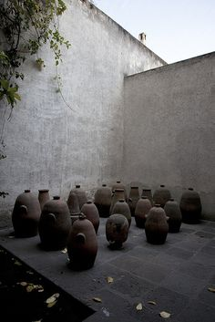 I like this Casa Estudio Luis Barragan by Aar& Ornelas, by means of Flic. See more at the picture Tropical Architecture, Urban Architecture, Architecture Details, Exterior Design, Interior And Exterior, A Well Traveled Woman, Garden Table, Architectural Elements, Pottery