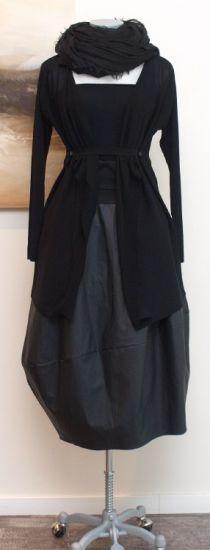 peter o. mahler - Strickjacke mit Clip black - Sommer 2014 - stilecht - mode für frauen mit format...