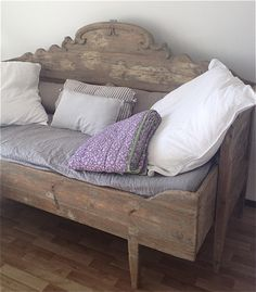 Go to this website transported Shabby chic home decor style Shabby Chic Cottage, Shabby Chic Decor, French Cottage, Painted Furniture, Diy Furniture, Headboard Benches, Daybed, Sofa, Couches