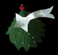 Disfraz árbol navidad. Complementos  http://sofiasthings.com/disfraces-para-bebes-disfraz-de-arbol-de-navidad/