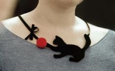felted cat necklace