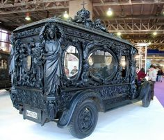 Hearse Cars popular in Spain of the 1920s but fading from view now==