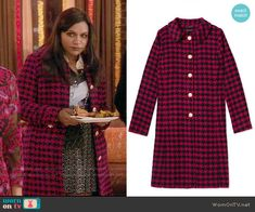 Mindy's pink houndstooth coat on The Mindy Project.  Outfit Details: http://wornontv.net/54354/ #TheMindyProject