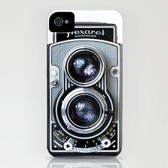 iPhone case that looks like a 30s era Flexaret camera