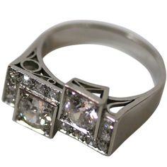 Diamond retro ring set in platninum -   France 1930s
