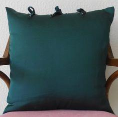 Szmaragdowa poduszka Esmeralda (sprzedawca: KakaduArt), do kupienia w DecoBazaar.com