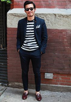 blue stripes + blue suit // one of my favorites. Preppy Mode, Preppy Style, Mens Fashion Blog, Look Fashion, Club Monaco, Street Chic, Street Style, Facon, Men Looks