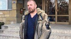 Sınırda sığınmacıları yakalayan Bulgar, ülkesinde gündem oldu - Bulgaristan'ın Yambol kentinde oturan 29 yaşındaki Dinko Valev\'in, yasa dışı yollardan Türkiye sınırından geçen sığınmacıları zırhlı araçlar ile yakalaması ve fotoğraflarını sosyal medyadan paylaşması tepki çekiyor