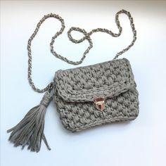 Серая сумочка из трикотажной пряжи ( crochet bag, bolso de trapillo, t-shirt yarn)