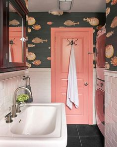 { more fabulous bathroom design; this time from brooklyn designer lauren wills of @willsdesignassociates ....how great is this fish wallpaper from @cole_and_son_wallpapers ?! }