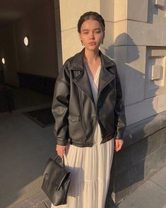 Leather jacket over dress Look Fashion, Fashion Beauty, Girl Fashion, Winter Fashion, Fashion Outfits, Womens Fashion, Jacket Over Dress, Mode Ulzzang, Blair Waldorf