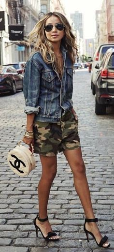 #fall #outfits Denim Jacket + Army Short + Black Sandals