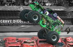 Grave Digger- Thunder Nationals Monster Truck Racing