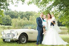 Hallo, Hier een trouwfoto van mij! Met mijn 2 zussen en moeder ging ik opzoek naar de mooiste jurk voor mijn grote dag! De eerste jurk die ik aan had was gewoon een super match!! Na nog een paar jurken passen, bleef de eerste jurk in mijn hoofd! Niet verwacht dat ik verliefd zou worden op de allereerste jurk die ik aan had! Op zaterdag 30 juli mocht ik dan eindelijk mijn trouwjurk voor mijn huwelijk aan! En geweldige dag om nooit te vergeten!