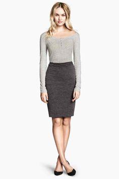 Jupe crayon   H&M Jupe de longueur genou en jersey double épaisseur avec élastique à la taille.