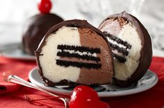 Triple Double OREO Tartufo ~ this is a tripled double-oreo wrapped with vanilla/chocolate ice cream and dipped in chocolate!!