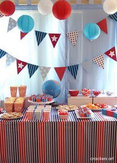 Consejo Airedefiesta.com: en la comunion de tu hijo decora el fondo de tu mesa con banderines. Y no te olvides de preparar un cubo con palomitas para cada niño.!! #ideasparafiestas #fiestas #comunion
