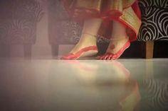 Alta ranga paa আলতা রঙা পা Ballet Shoes, Dance Shoes, Kolkata, Character Shoes, Aesthetics, Traditional, Fashion, Ballet Flats, Dancing Shoes