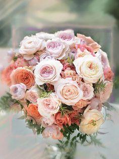 ブラン エ クール LaitFraise<レフレーズ> 甘く優しい色合いのバラをふんわり集めたナチュラルなスタイル