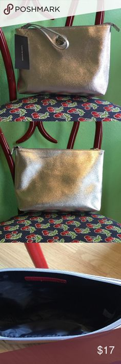 """NWT Tommy Hilfiger Large Wristlet 🌟NEW WITH TAGS🌟 Tommy Hilfiger Large Wristlet 🌼Dimensions 11.5""""L x 8""""H x 3""""D 🌼Top Zip Closure 🌼Silver Tommy Hilfiger Bags Clutches & Wristlets"""