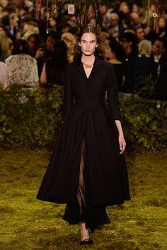 http://www.vogue.com/fashion-shows/spring-2017-couture/christian-dior/slideshow/collection