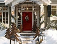 A Whole Bunch Of Christmas Porch Decorating Ideas. Lovely outside decor ^_^