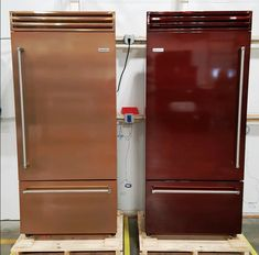Which color do you like better: Infused Copper on the left or Jewel Tone Mahogany on the right? Customize your BlueStar Built-in Refrigerator with over color & finish options along with 9 trim finishes. Copper Paint Colors, Copper Color, Kitchen Trends, Kitchen Designs, Kitchen Ideas, Built In Refrigerator, Professional Kitchen, Custom Kitchens, Jewel Tones