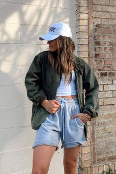 Summer Tomboy Outfits, Skater Girl Outfits, Summer Shorts Outfits, Cute Casual Outfits, Summer Fashion Outfits, Boyish Outfits, Lesbian Outfits, Gay Outfit, Streetwear Summer