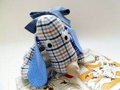 Fabric toy dog reading. light blue beige and navy check door FifisDream, €25.00 www.etsy.com/nl/listing/152806832/perky-fabric-toy-dog-light-blue-beige?ref=shop_home_active