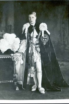 Edward, Duke of Windsor poses in Order of the Garter robes, for his investiture at as The Prince of Wales in 1911 Queen Victoria Albert, Renaissance, Prinz Philip, Wallis Simpson, Edward Viii, Celebrities Then And Now, Queen Elizabeth Ii, Queen Mary, British Royal Families