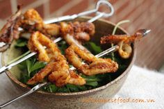 Grilled Squid with Sauté Recipe (Mực Nướng Sa Tế) from http://www.vietnamesefood.com.vn/vietnamese-recipes/easy-vietnamese-recipes/grilled-squid-with-saute-recipe-muc-nuong-sa-te.html