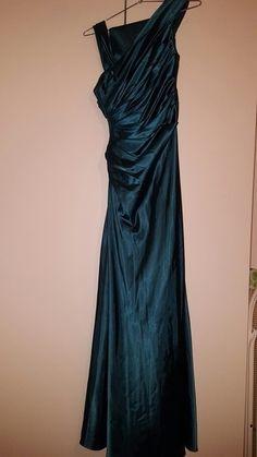 Wunderschönes Abendkleid mit passender Stola
