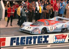 https://flic.kr/p/8BYFNS | 24 heures du MANS 1971 | Porsche 917 LH N°17 John Wyer Automotive Engineering Ltd Technique : Catégorie : Sport Moteur : F12 Porsche 4907 cm3 Pneus : Firestone Pilotes : Jo Siffert Derek Bell