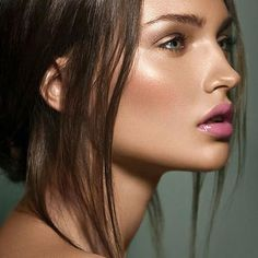 Flirty beauty makeup inspiration = Beautiful make up + Pink lips. Beauty Make-up, Beauty Hacks, Hair Beauty, Beauty Tips, True Beauty, Beauty Secrets, Beauty Women, Beauty Products, Strobing Make Up