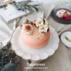 Beanpaste flowercake class :: Like real flowers #앙금플라워떡케이크#앙금플라워#목동앙금플라워#당산앙금플라워#플라워클래스#플라워#공방#플라워케이크#슈가프레스#flowercake#bakingclass#flowercakeclass#foodart#instacake#sugarpress#buttercreamflowercake#koreanflowercake#ricecake#cake#flower#flower#buttercream#beancream#fleur#ケーキ#韩式裱花#裱花#蛋糕