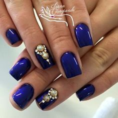 Imagem relacionada unhas decoradas com pedrarias, unhas pedrarias, unhas decoradas diferentes, unhas destacadas Rhinestone Nails, Bling Nails, Stylish Nails, Trendy Nails, Love Nails, Fun Nails, Nail Manicure, Nail Polish, Uñas Fashion