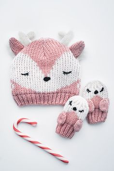 Your daughter will be cool in school with matching reindeer hat & mittens set.