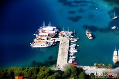 Port w Omišu widziany z Twierdzy Starigrad (Fortica) || http://crolove.pl/twierdza-starigrad-fortica-omisu/ || Omis #Chorwacja #Croatia #Hrvatska