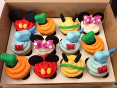 Mickey Mouse and Gang Cupcakes these are darling! Fiesta Mickey Mouse, Mickey Mouse Parties, Mickey Party, Mickey Mouse And Friends, Disney Parties, Disney Cupcakes, Mickey Mouse Cupcakes, Mickey Cakes, Mickey Mouse Clubhouse Birthday Party