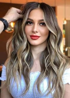 We are here to show off you amazing shades of balayage hair colors and highlights for long locks in year 2020. You just need to see here and make you hairstyles look like modern and cool. No doubt these are more amazing hair colors for every woman to wear in 2020. Everyday Hairstyles, Latest Hairstyles, Hairstyles Haircuts, Cool Hairstyles, Bob Haircuts, Hair Color Highlights, Balayage Highlights, Hair Color Balayage, Cool Hair Color