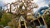 A list of all the rides & attractions at Disneyland park