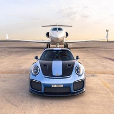 This stunning Gemini Blue goes so well with the carbon panels. Which one has the bigger rear wing and goes faster to its top speed of - ? Photo credit goes to 📸 —————————————— Porsche Gt2 Rs, Porsche Club, Sports Cars Lamborghini, Porsche Sports Car, Gulfstream G650, Affordable Sports Cars, Luxury Jets, Fast Sports Cars, Because Race Car