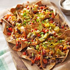 Triple Pepper Nachos- These vegetarian nachos are the perfect addition to any fiesta. Black beans, roasted peppers, salsa and reduced-fat cheese make this the best loaded nachos recipe. Only 200 calories per serving, these healthy nachos are guilt free. Game Day Snacks, Game Day Food, Healthy Nachos, Veggie Nachos, Vegetarian Nachos, Appetizer Recipes, Appetizers, Homemade Nachos, Comida Latina