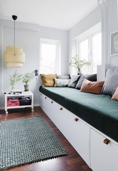 Her er stylistens trick til at indrette små smalle rum optimalt - Diy Zuhause Decor, Diy Sofa, Bedroom Design, Home And Living, Furniture, Home Decor, House Interior, Room Decor, Home Deco