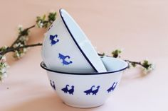 Vintage Enamel Bowls-Set of par LAtelierDeNanaH sur Etsy #enamel ##latelierdenanah #etsy #vintage #vintagefr #antique