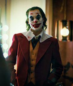 The New Trailer For Joaquin Phoenix's Joker Is Equal Parts Terrifying and Tragic Joaquin Phoenix, Joker Poster, Joker Batman, Superman, Joker Cosplay, Dc Comics Peliculas, Joker Film, Joker Wallpapers, Joker Tatto