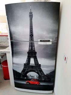 Envelopamento de geladeira com a Torre Eiffel
